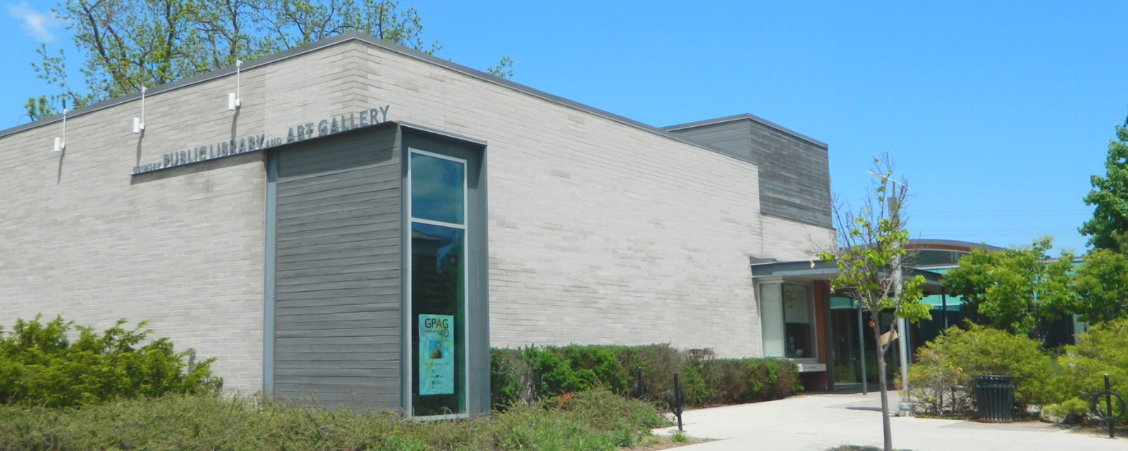 photo of the south side of the Grimsby Public Art Gallery building in the Summer